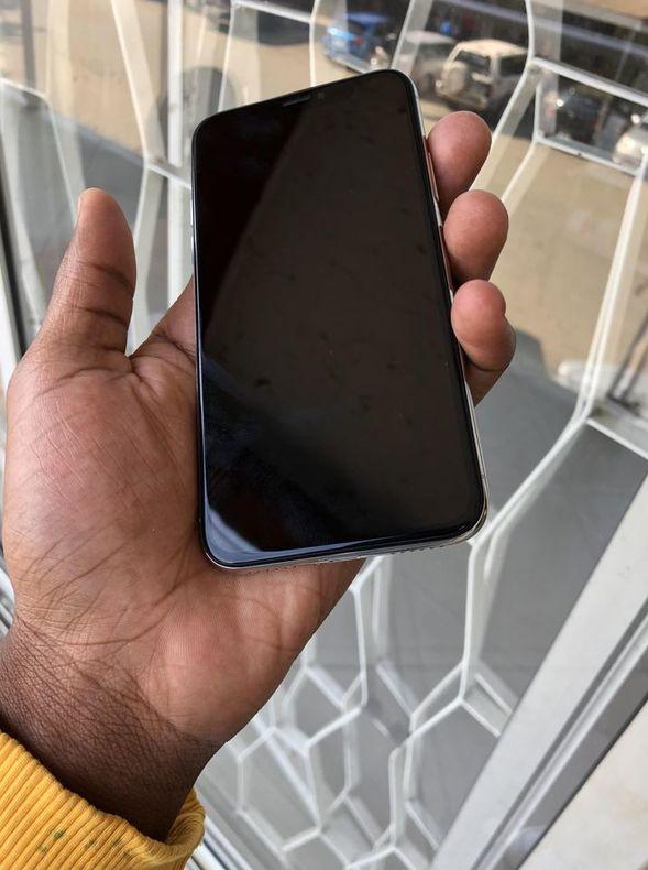 Apple iPhone X 64GB inbuilt